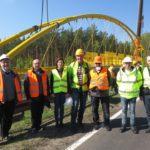 Budowa drogi rowerowej Herby – Lisów – montaż kładki nadtorami